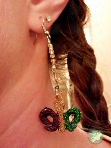 In honor of Mardi Gras I wanted to share my earrings I made using the same technique as the Mustache Heart Earrings.  I will be wearing them for many Mardi Gras to come!