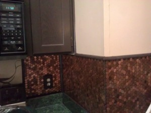 Look the backsplash looks even  (though it is not because nothing in my house is even)